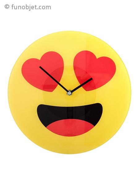 horloge murale smiley amoureux avec. Black Bedroom Furniture Sets. Home Design Ideas