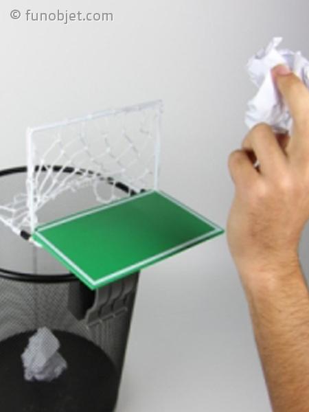 mini terrain de foot pince pour poubelle avec. Black Bedroom Furniture Sets. Home Design Ideas