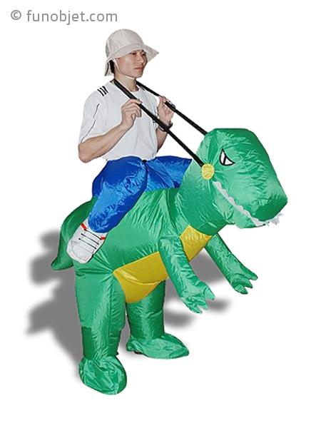 d guisement homme sur un dinosaure gonflable avec. Black Bedroom Furniture Sets. Home Design Ideas