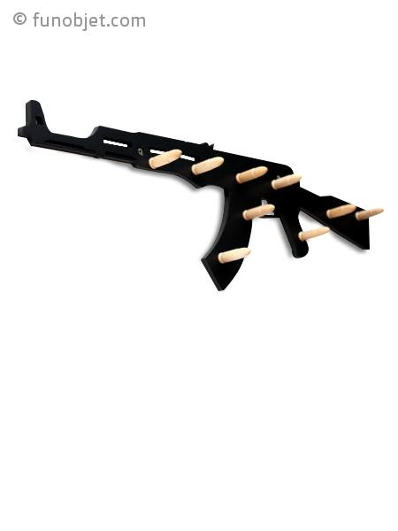 porte manteau fusil ak47 en bois avec. Black Bedroom Furniture Sets. Home Design Ideas
